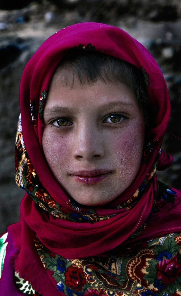 Image: Girl with red cover, Tajikistan :: 35 mm, fstop 5.6, 1\\125