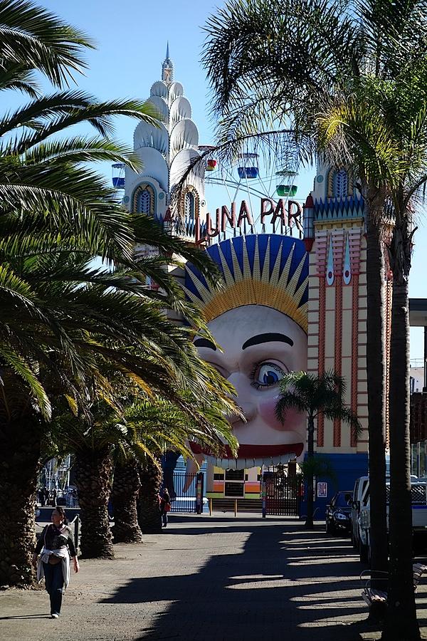 Luna Park entrance 1.JPG