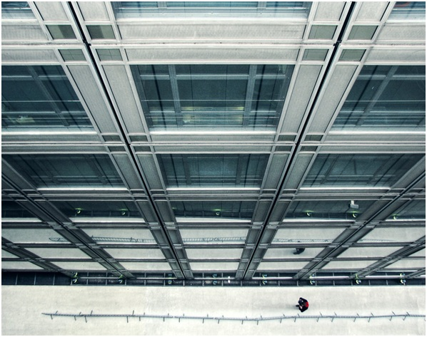 Image: Straight Lines and One Oscillation – Paris, France