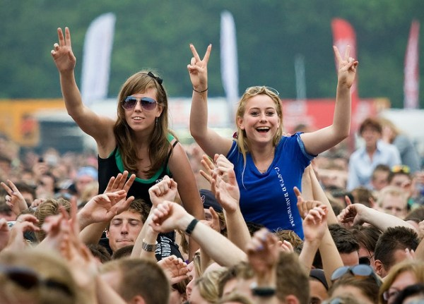 Parkpop 2009 - The girls in the crowd