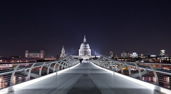 How to Photograph Busy Tourist Sites