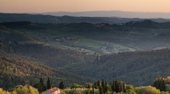 A Tuscan landscape captured using a focal length equivalent to 120 mm