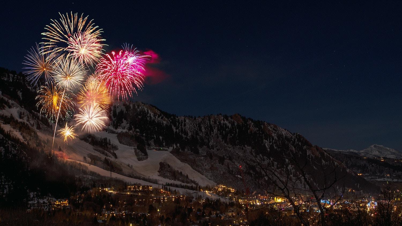 photograph fireworks tripod