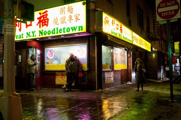 nas ruas a noite