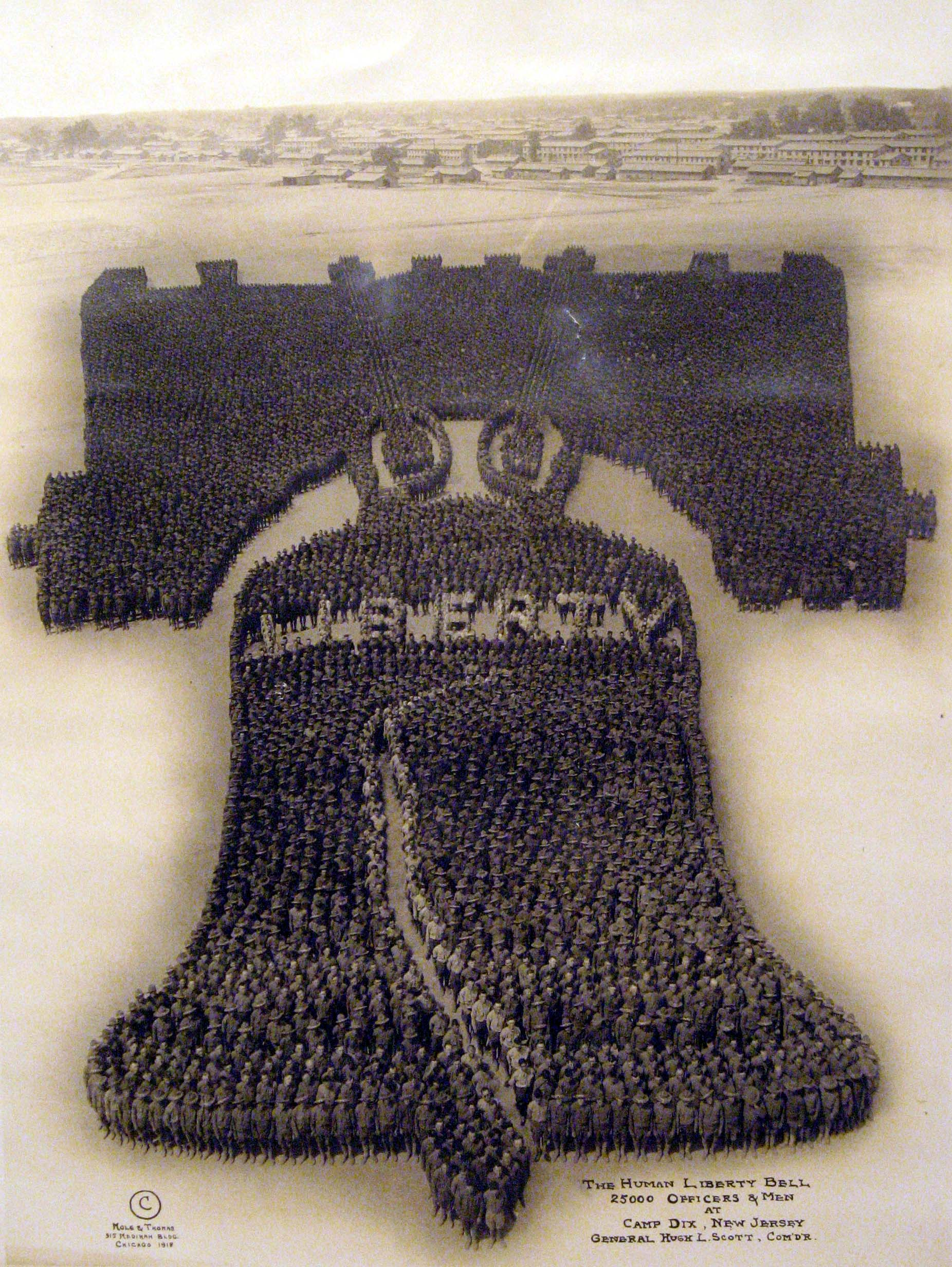 Vintage-Photos-Mole-Thomas-1918-Human-Liberty-Bell-1