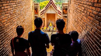 6 Tips for More Unique Travel Photos in Busy Tourist Locations