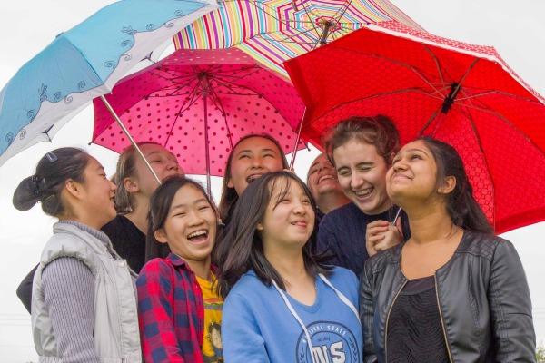 Image G girls under unbrella
