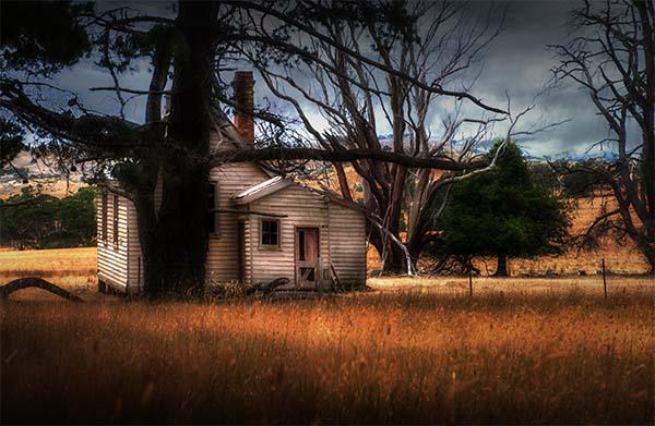 2 LeanneCole emu flats schoolhouse abandoned