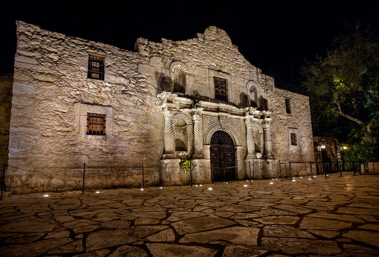 Great Subjects for Urban Night Photography - Alamo example