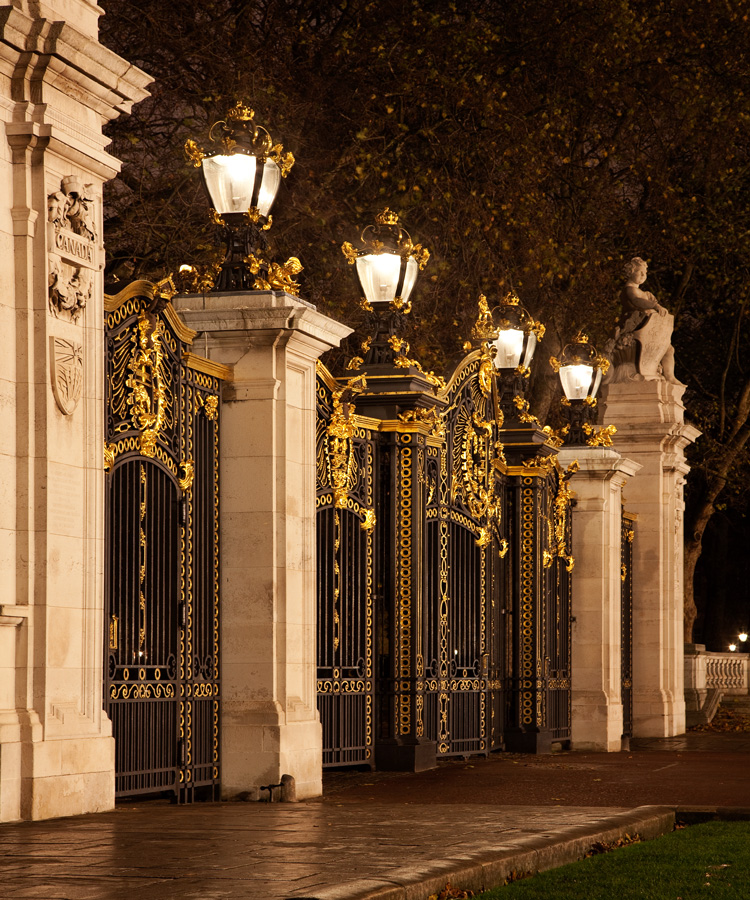 Great Subjects for Urban Night Photography - London lights example