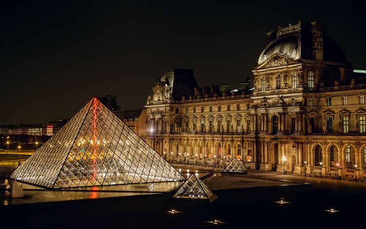 Great Subjects for Urban Night Photography - Louvre example