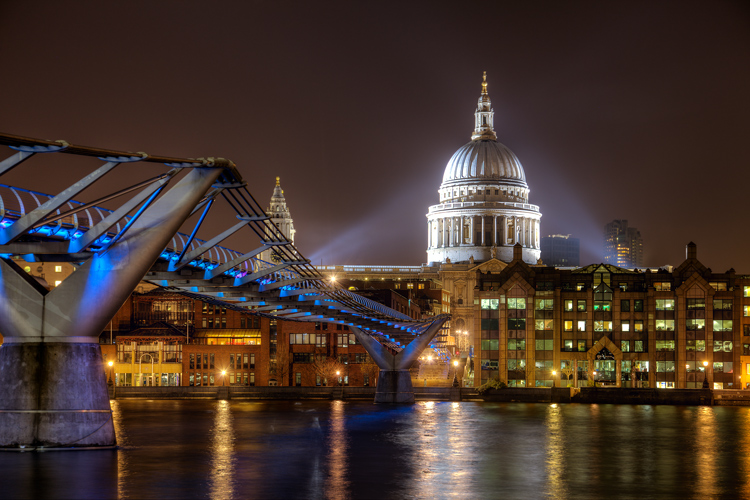 night photography tips exposure - Millenium Bridge example