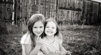 3 Posing Tips for Young Siblings