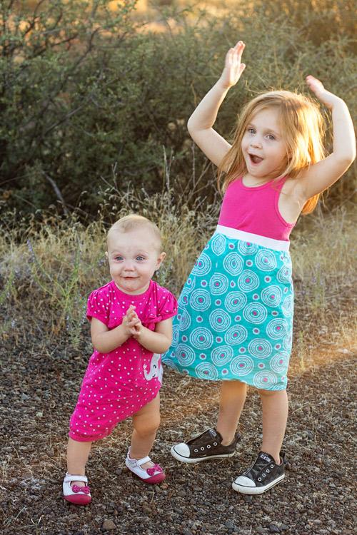 posing-young-siblings-6