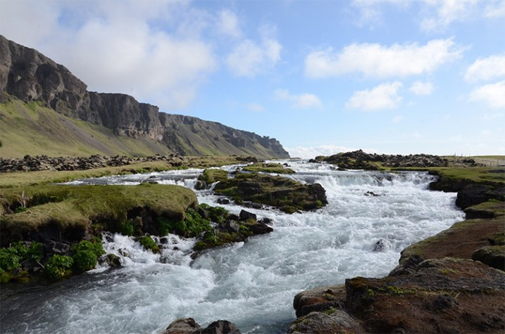 Iceland rushing water 750 px