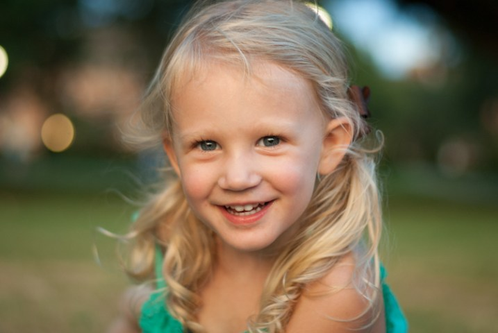 photographing-kids-girl-smiling