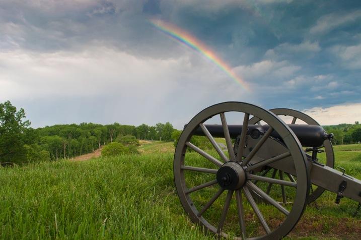 arco-íris no céu, mas com um filtro graduado para realçar o drama