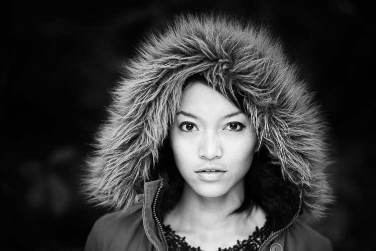 Retrato em preto e branco com ajuste de contraste