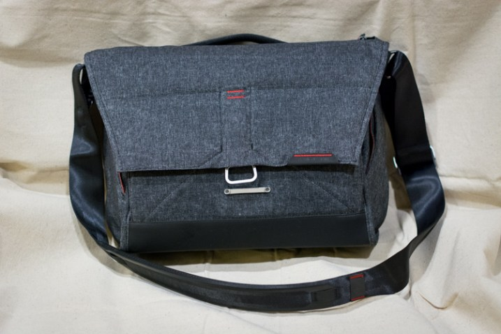 everyday-messenger-bag-front-closed