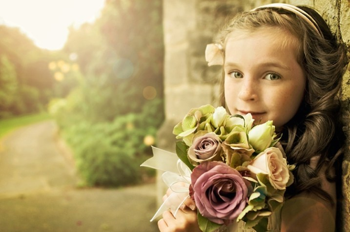 lenses for wedding photographers girl with flowers