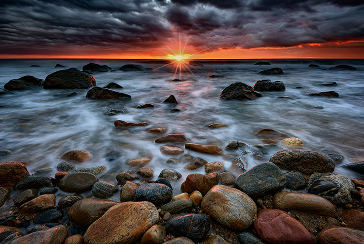 5 Tips to Take Better Sunset Photos - and Why Not to Photograph the Sunset Directly