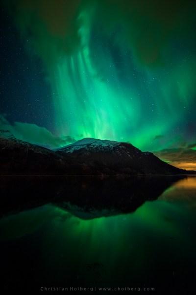 Innfjorden-aurora-vertical