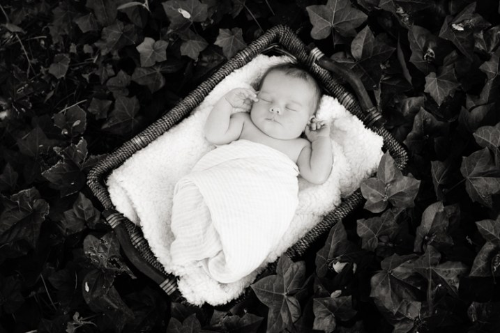 outdoor-newborn