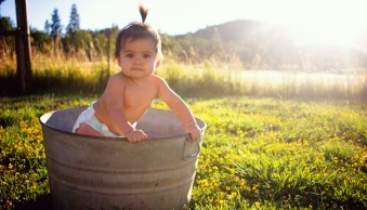 5 Easy Tips for Photographing Babies Outdoors