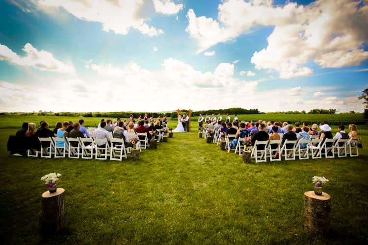 outdoor-location-ceremony-barn-wedding