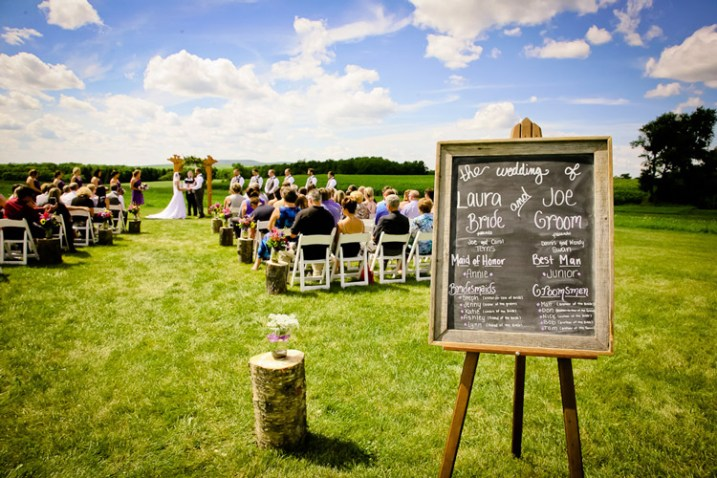 outdoor-wedding-ceremony-vintage-sign-theme