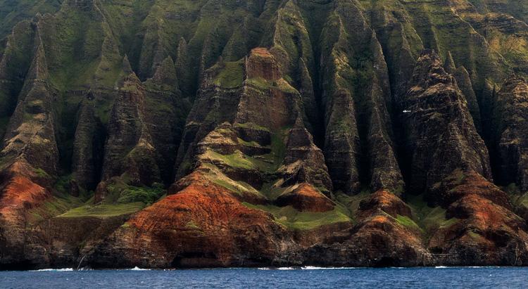 https://i2.wp.com/digital-photography-school.com/wp-content/uploads/2017/04/kauai-na-pali-scale-james-brandon.jpg?resize=0%2C0&ssl=1