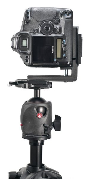 Image: Manfrotto L-bracket mounting a camera vertically on the tripod.