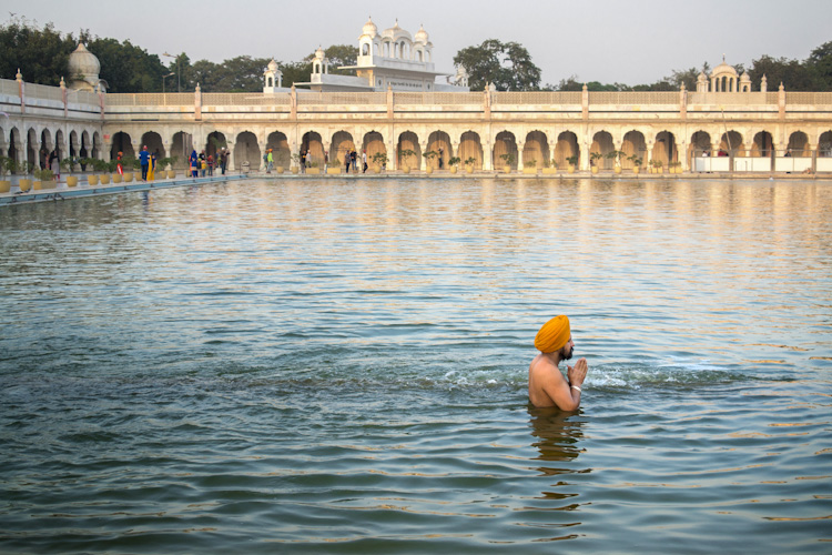 Gurudwara Bangla Sahib Delhi 2 - 5 Tips for Travel Photography