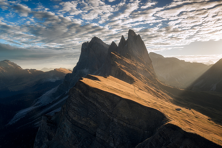 https://i2.wp.com/digital-photography-school.com/wp-content/uploads/2017/11/Seceda-Sunrise-Rays-e1510054797287.jpg?resize=750%2C501&ssl=1