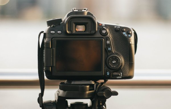 How to Shoot in Manual Mode (+ Cheat Sheets for Beginners)