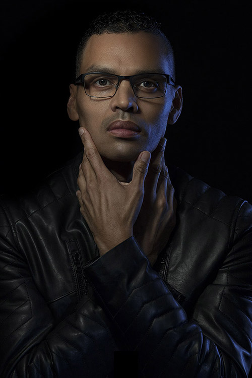 https://i2.wp.com/digital-photography-school.com/wp-content/uploads/2017/12/Creative-portrait-of-a-man-wearing-glasses-and-a-leather-jacket.jpg?resize=500%2C750&ssl=1