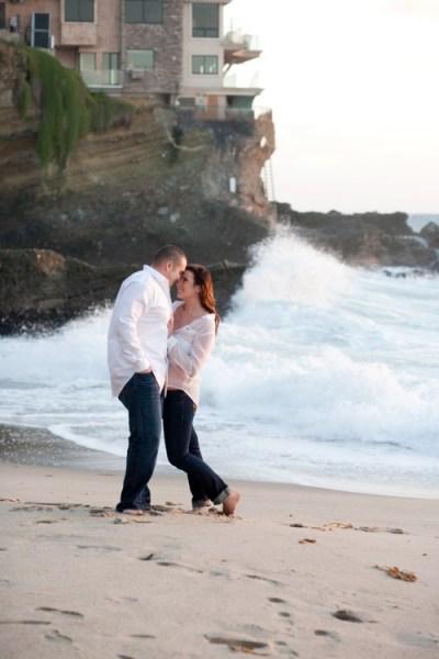 https://i2.wp.com/digital-photography-school.com/wp-content/uploads/2018/01/Engagement-photos-tips-0001.jpg?fit=400%2C600&ssl=1