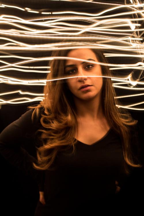 如何用家中的物品制作戏剧性的光绘效果
