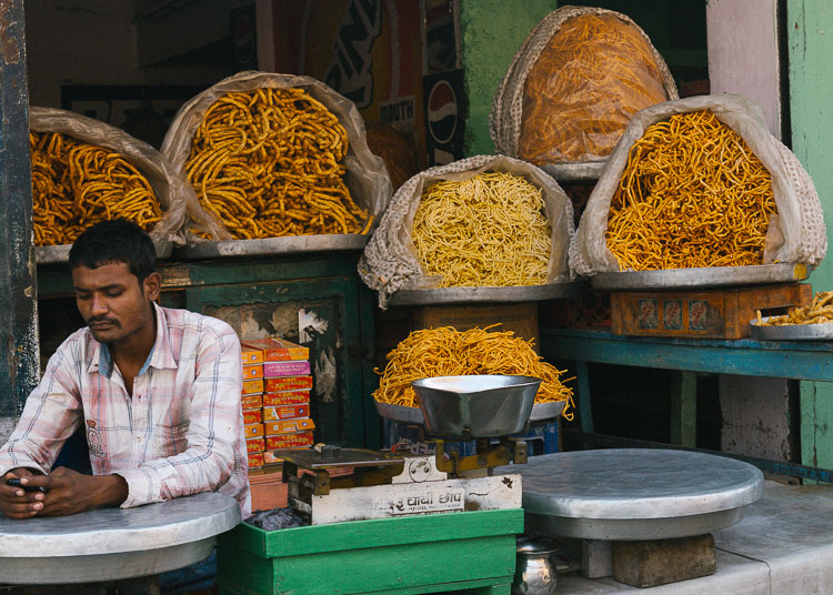 Tips for photographing street markets - man selling noodles