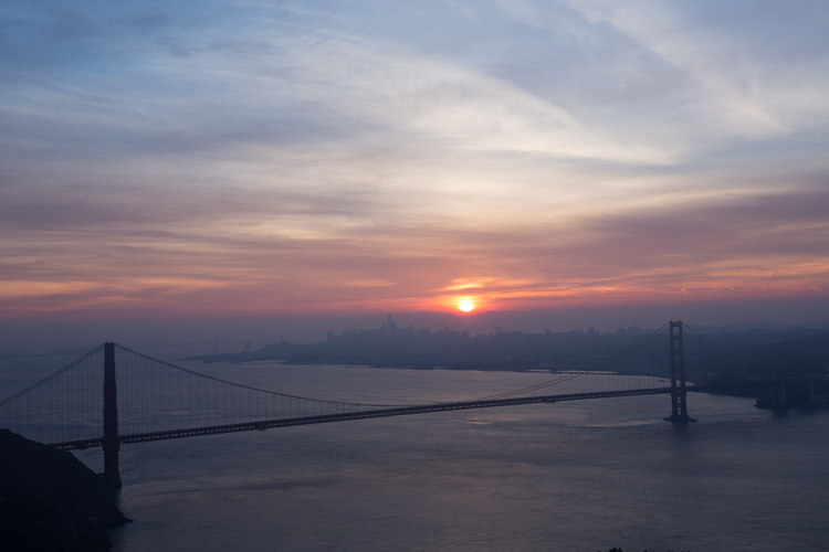 https://i2.wp.com/digital-photography-school.com/wp-content/uploads/2018/04/Karthika-Gupta-Golden-Gate-Bridge-with-a-pink-hue-at-sunrise-after-a-clean-edit-1.jpg?resize=750%2C500&ssl=1