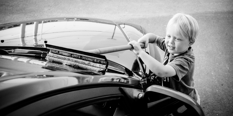 First step of the road trip is to wash the windshield! - How to Photograph Your Family Vacation