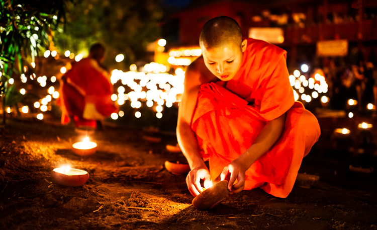 Night photo of a buddhist monk at a ceremony at Wat Pan Tao - improve your photography