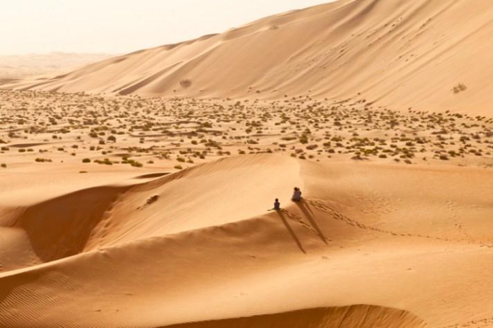 在大沙丘上的2个小人 -  5个框架技巧,以帮助您捕获更好的风景照片