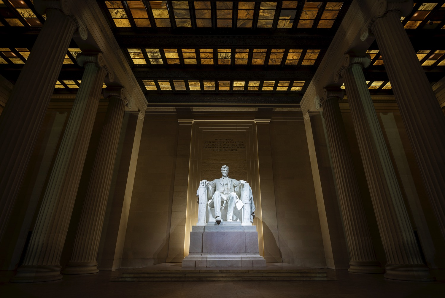 Lincoln Memorial - dPS Ultimate Guide to Night Photography