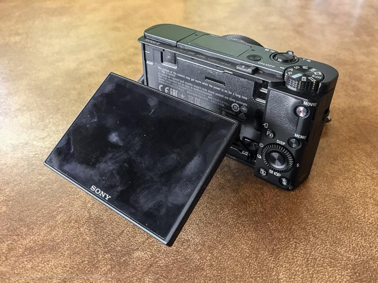 REVIEW: Sony RX100 V Compact Camera - flip screen