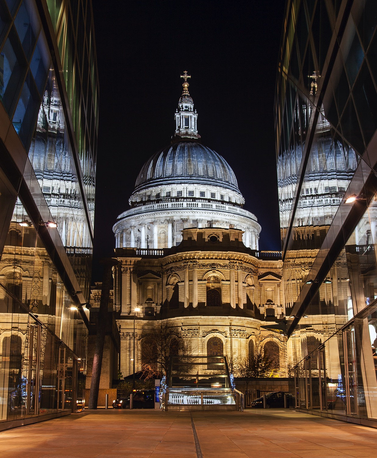 St Paul mirror - dPS Ultimate Guide to Night Photography