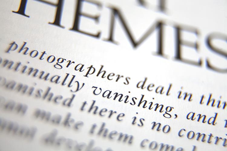 关闭页面上的文字 - 为什么旧的摄影书籍和杂志仍然有价值