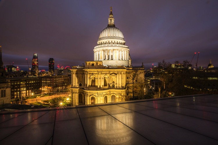 6 Ways to Improve your Cityscape Photography - building at night