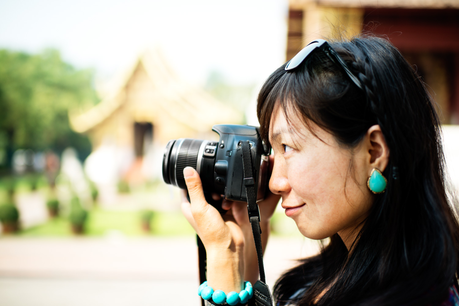 Chinese Woman Photographer - Viewfinder Image Blurry? You May Need to Adjust Your Camera's Diopter - Here's How