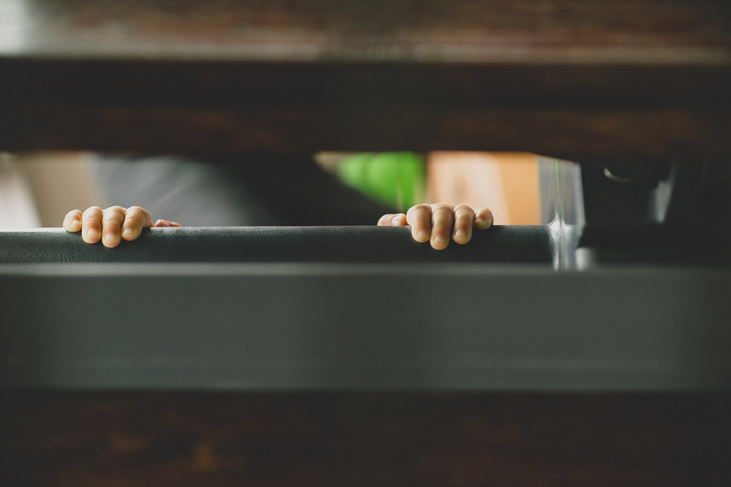 kids fingers on a ledge - 5 Tips for Doing Lifestyle Photo Sessions